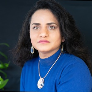 Go to the profile of Anila Noor